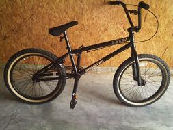 20' Mongoose Mode 900 Boys Freestyle Bike