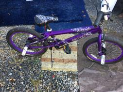Mongoose Freestyle Hoop D Kids 20 inch BMX Bike In Excelle